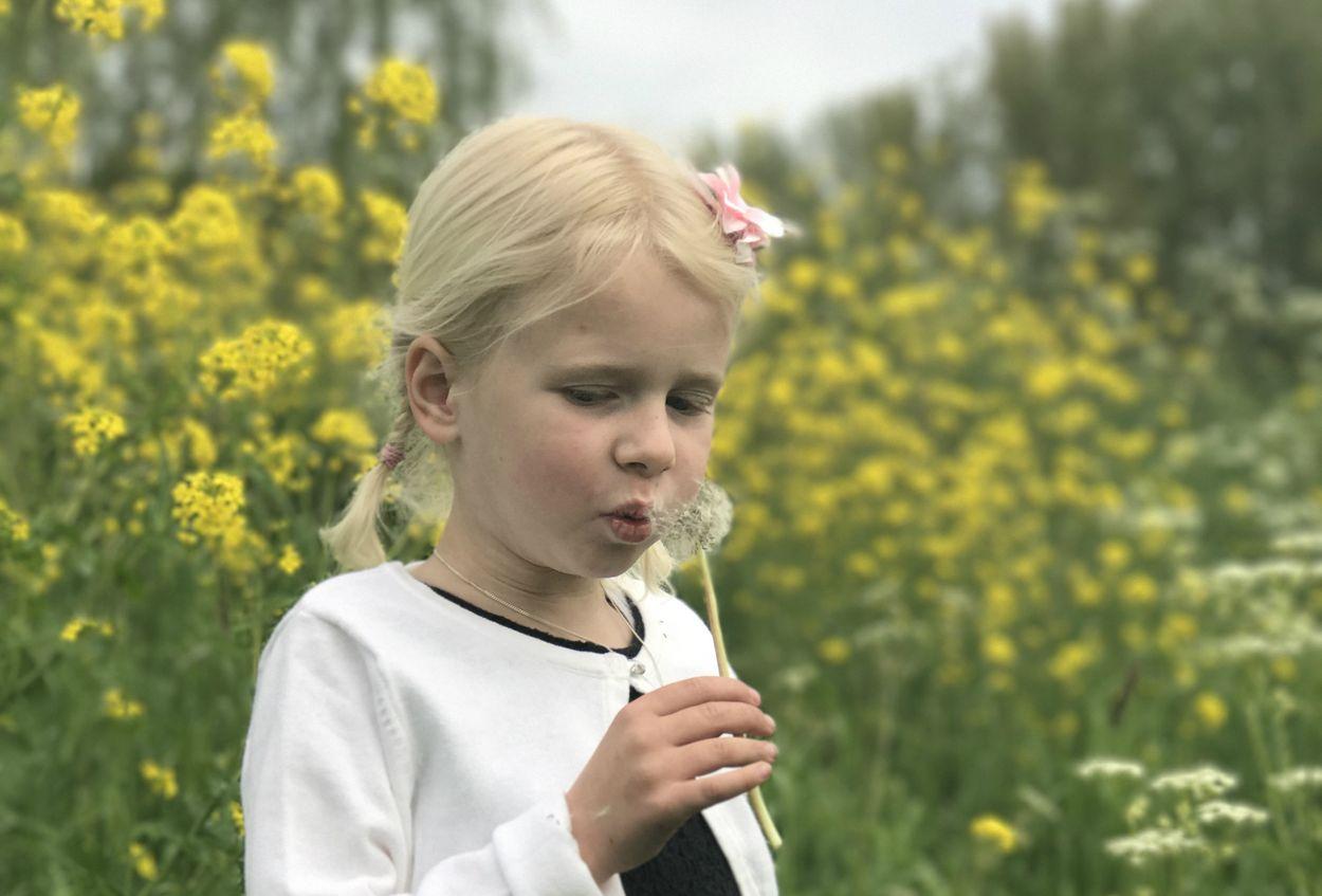 Emma met bloem