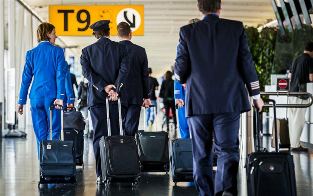 Afbeelding van Vakbond FNV roept zieke vliegtuigbemanningsleden op zich te melden