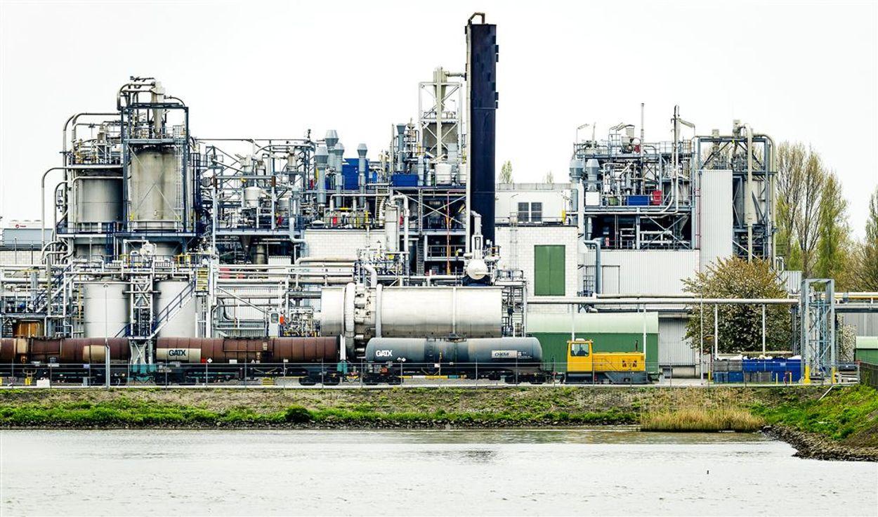 Afbeelding van Inspectie dreigt met geldboetes voor Chemours vanwege afvoer afval