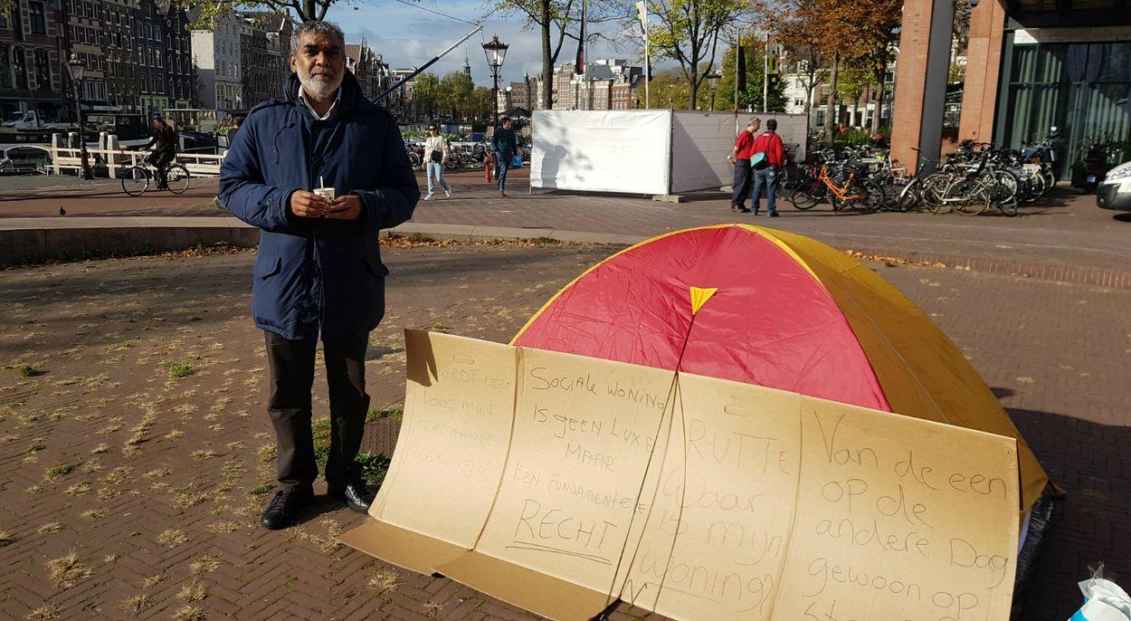 Afbeelding van Redding nabij voor dakloze Ramon die wekenlang in tent voor stadhuis sliep