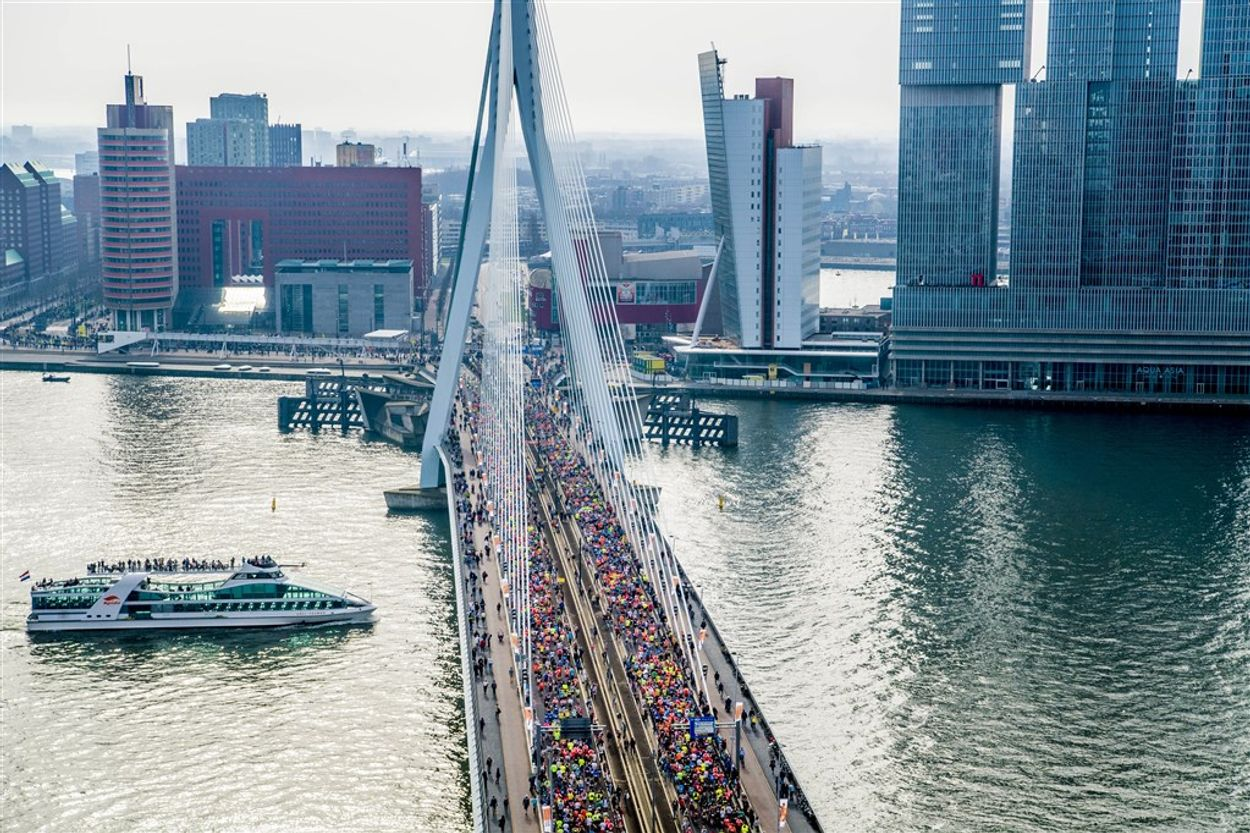 Afbeelding van Marathon van Rotterdam zet voor het eerst koelbad in tegen hitteberoertes