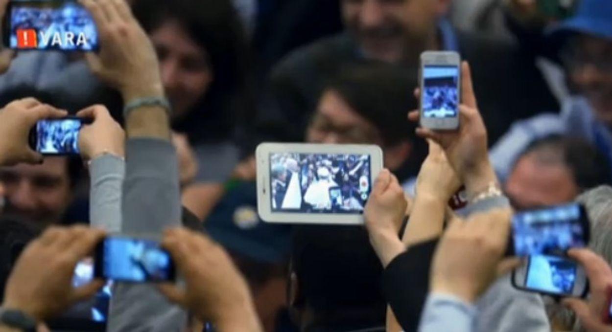 Afbeelding van Verslaving aan de mobiele telefoon lijkt op drugsverslaving
