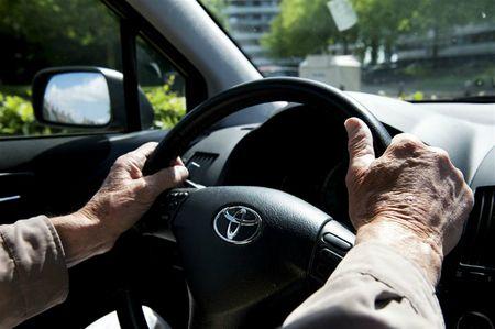 Afbeelding van Ouderen achter het stuur
