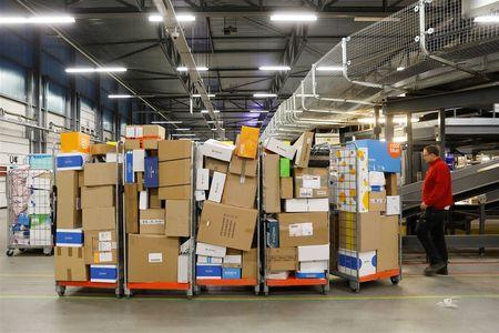 Afbeelding van PostNL verliest zaak om pakketsorteerders en moet achterstallig loon betalen