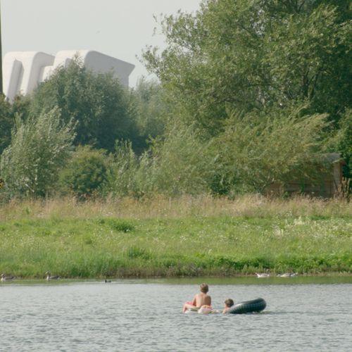 Afbeelding van Verontreinigde grond in zwemplas bij Houten gestort