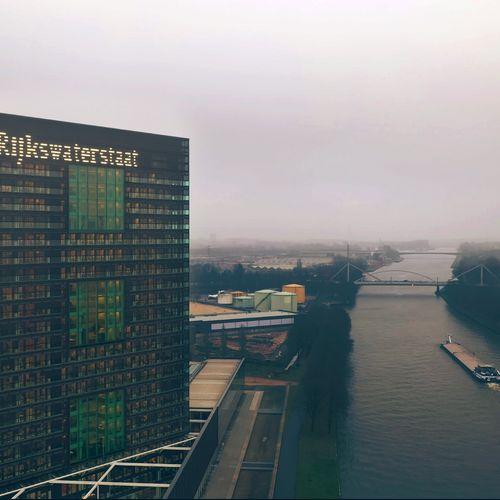 Afbeelding van Rijkswaterstaat en ministerie geven geen openheid over afvaldump Over de Maas