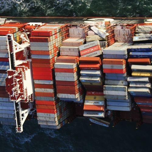 Afbeelding van MSC Zoe verloor containers op twee plekken