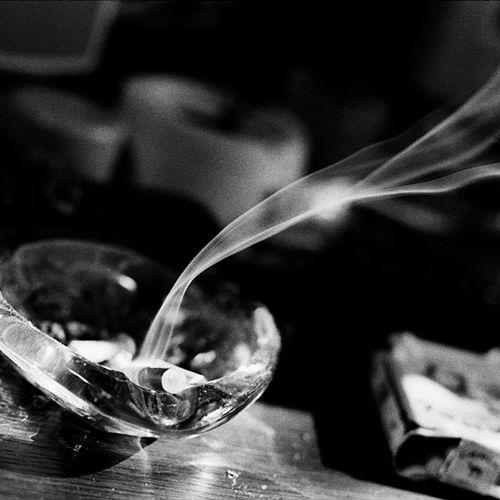 Afbeelding van Suiker en bevochtigers in sigaretten zorgen voor giftigere rook