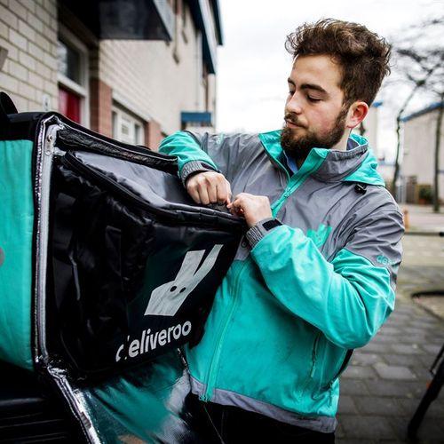 Afbeelding van Rechter: Deliveroo-bezorger is geen schijnzelfstandige